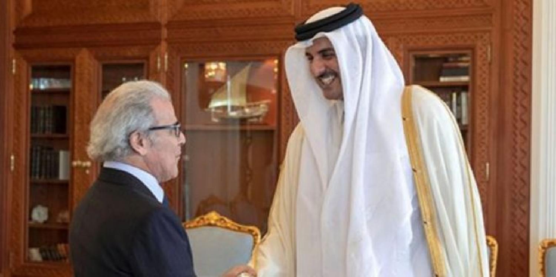 L'émir du Qatar reçoit le gouverneur de Bank al-Maghrib, Abdellatif Jouahri